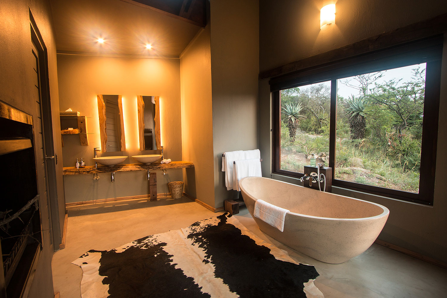 Hluhluwe game reserve accommodation rhino ridge safari for South african bathroom designs